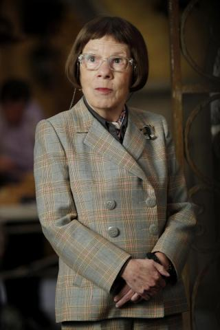 Linda Hunt height and weight