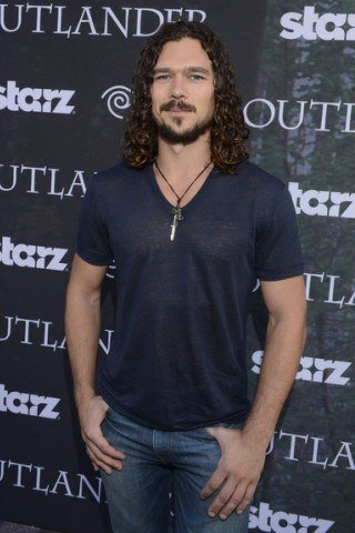 Luke Arnold height and weight