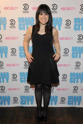 Abbi Jacobson height and weight