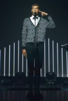 stromae-height-weight-shoe-size