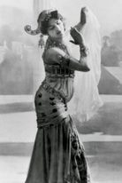 mata-hari-height-weight-measurements