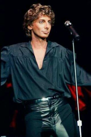 Barry Manilow height and weight