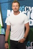 Dierks Bentley height and weight