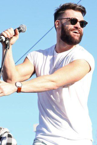 Dylan Scott height and weight