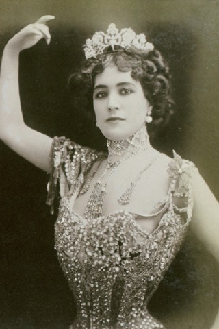 Lola Montez height and weight